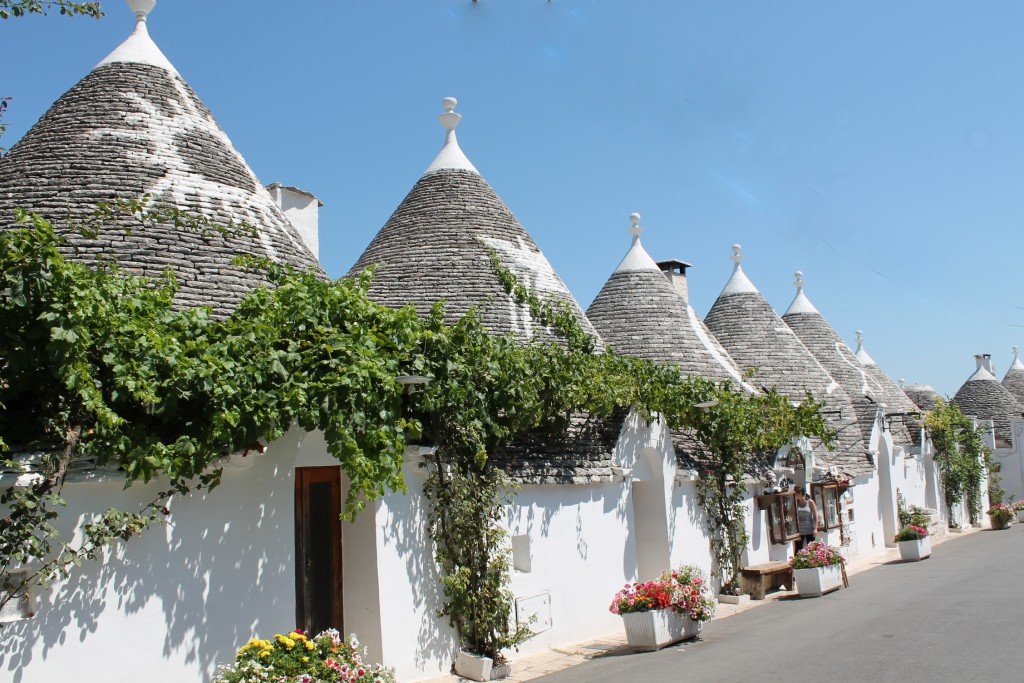 top places to travel, Alberobello, italy - turningpointblog_stephanieguillaume, www.sgturningpoint.com